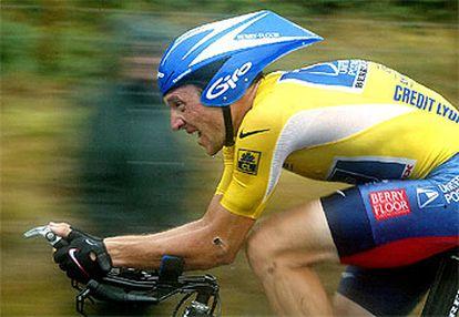 Armstrong, durante la contrarreloj de ayer.