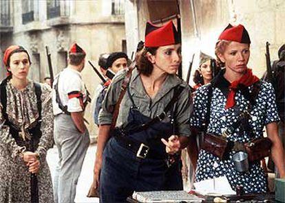 Ana Belén y Victoria Abril, en una imagen de <i>Libertarias,</i> de Vicente Aranda.