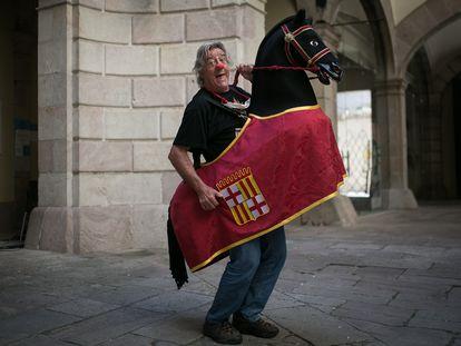 Tortell Poltrona, a caballo en el Ayuntamiento de Barcelona.