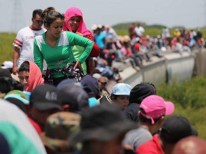 Migrantes centroamericanos, a hombros de 'La Bestia', recorren México de sur a norte con destino a EE UU, en una imagen de 2013.