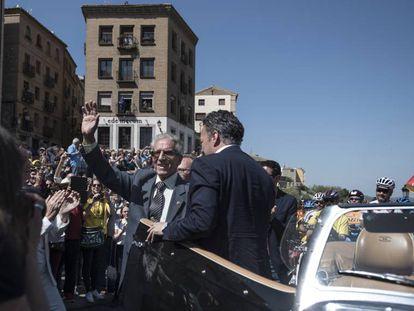 Bahamontes, aclamado por la muchedumbre en Toledo.