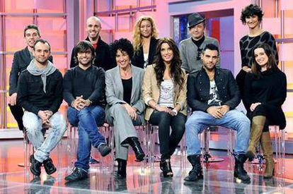 El equipo de profesores y Pilar Rubio, la presentadora del programa de Telecinco, <i>Operación Triunfo</i>.