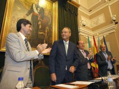 Pleno del Ayuntamiento de Castellón en el que Fabra (segundo por la izquierda) es sustituido.