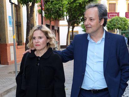 Eugenia Martínez de Irujo y Narcís Rebollo en Sevilla, el pasado a finales de marzo.