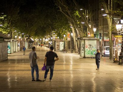 Turistas en la Rambla de Barcelona durante el toque de queda, la semana pasada.