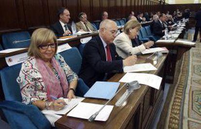 La secretaria de Estado de Educación, Montserrat Gomendio, reunida con los rectores de las universidades españolas.