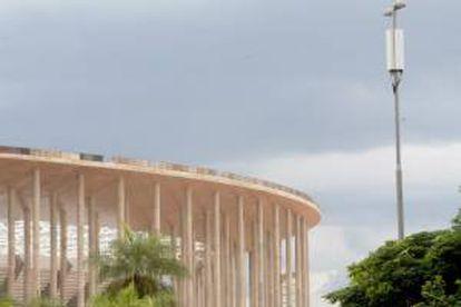Fotografía de la primera antena para redes de cuarta generación (4G) instalada frente al estadio de fútbol Mané Garrincha, que en junio próximo será sede de la inauguración de la Copa Confederaciones de la FIFA y en 2014 recibirá varios encuentros del Mundial, en Brasilia.