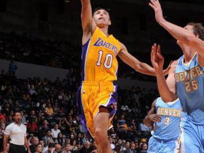 Nash en un partido de los Lakers con Denver.