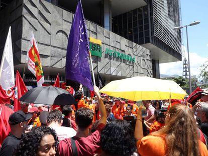 Protestas de trabajadores de Petrobras en Río de Janeiro.