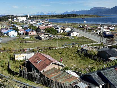 Panorámica de Puerto Williams, en la patagonia chilena, el pueblo más al sur del mundo.