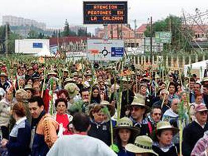 Miles de alicantinos, ayer durante la peregrinación a la Santa Faz, hace dos años.