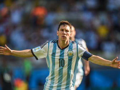 Messi celebra su gol a Irán.