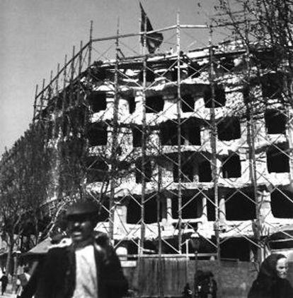 La Pedrera durante su construcción, en una imagen poco conocida del edificio.
