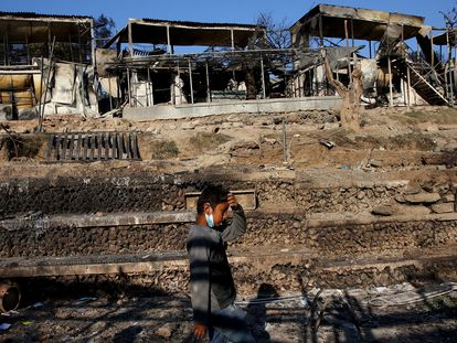El campo de refugiados de Moria tras el incendio, este miércoles.