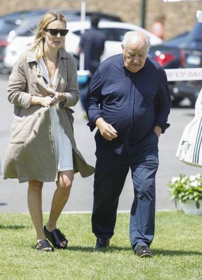 Amancio Ortega, con su hija Marta, el pasado verano.
