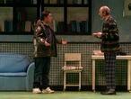 Secun de la Rosa y Miguel Rellán en 'Los asquerosos, adaptación de David Serrano de la novela de Santiago Lorenzo