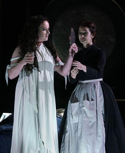 La mezzosoprano francesa Clémentine Margaine ha cosechado un gran éxito como Adalgisa, la rival de Norma.