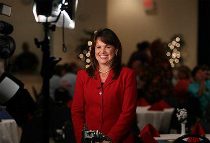 Christine O'Donnell, candidata de los Tea Party vencedora en las primarias republicanas, se enfrentará al demócrata Cris Coons por el escaño de Joe Biden en el Senado por Delaware.