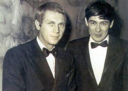 El pintor Gerard Henderson, a la derecha, con Steve McQueen en Nueva York en 1968.