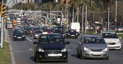 Tráfico en la avenida Diagonal de Barcelona.