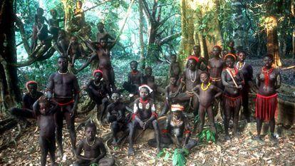 Miembros de la tribu jarawa en las islas Andamán, situadas en el Índico.