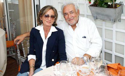 Dominique Strauss-Kahn y Myriam L'Aouffir el año pasado en París.