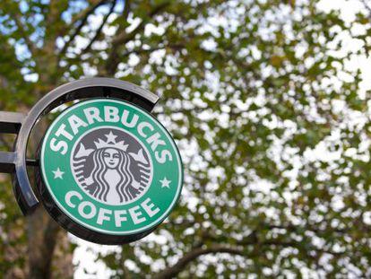 Un cartel, en una cafetería de Starbucks.