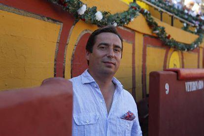 El empresario José María Garzón, en el callejón de la plaza de toros de Algeciras.