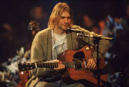 Nirvana se atrevió con un tema de David Bowie... y lo mejoró. En la imagen, Kurt Cobain durante la grabación del programa de televisión 'MTV Unplugged', en Nueva York en 1993.