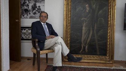 El coleccionista mexicano Salvador Riestra junto a 'Estudio de San Andrés'