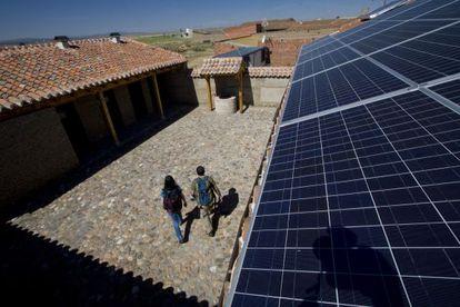 Paneles solares en el albergue de peregrinos de Gotarrendura, Ávila.