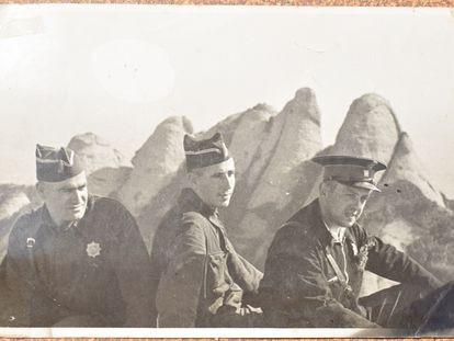 Mossos d'Esquadra en Montserrat, hacia 1938.