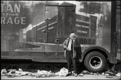 Radio and Truck, Cambridge, Massachussets. De la serie Lives I´ve never lived