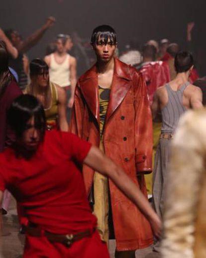 Un instante de la 'performance' con que Marni presentó su colección otoño/invierno 2020.