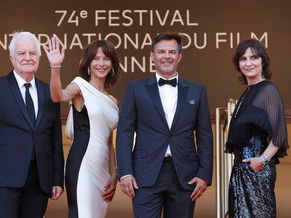 Desde la izquierda, André Dussollier, Sophie Marceau, François Ozon y Géraldine Pailhas, a la entrada ayer por la tarde de su sesión de gala en Cannes.