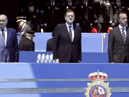 El presidente del Gobierno, Mariano Rajoy, el ministro del Interior, Jorge Fernández Díaz, y el secretario de Estado de Seguridad, Francisco Martínez, en un acto en 2014.