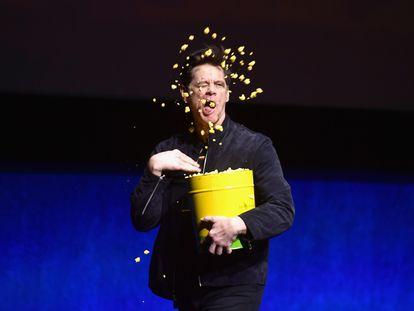 Jim Carrey bromea en el escenario de la CinemaCon de abril de 2019 en Las Vegas.