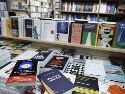 Libros expuestos en un local.