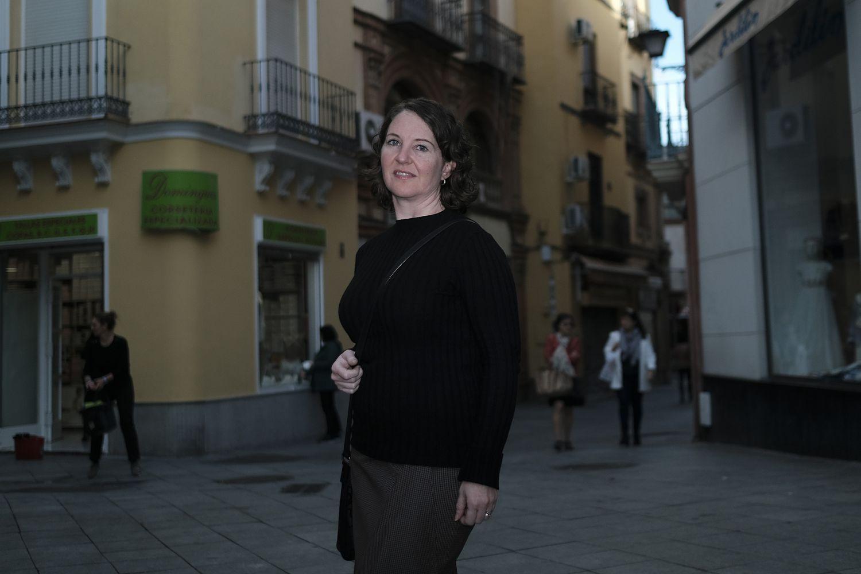 Amaya Davis, propietaria afectada por pisos turísticos en Sevilla.