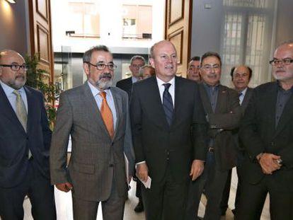 Los presidentes de Redit y Cierval, el consejero de economía y los líderes de CC OO y UGT.