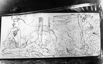 Fotografía de Dora Maar en una fase temprana del 'Guernica'.