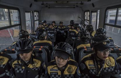 Agentes del escuadrón de seguridad vial.
