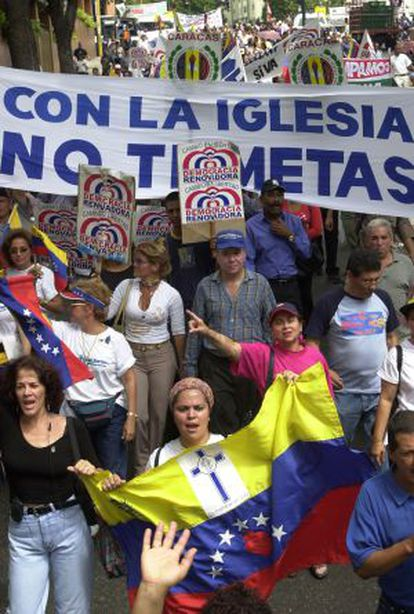 Manifestación en Caracas contra Chávez por sus ataques contra la Iglesia.