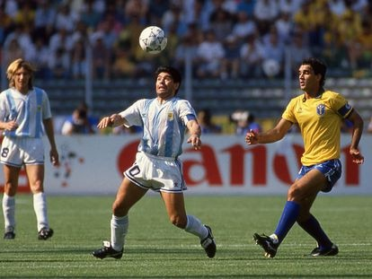 Maradona, durante el Mundial de Italia 90, frente a la selección de Brasil.