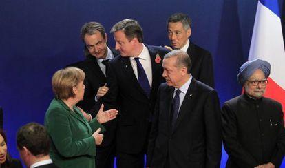 Merkel, Cameron, Erdogan y Zapatero hablan durante el G-20 de 2011 junto a otros mandatarios.