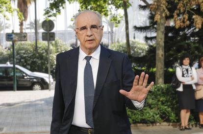 Rafael Blasco, en la entrada de la Ciudad de la Justicia, en Valencia.