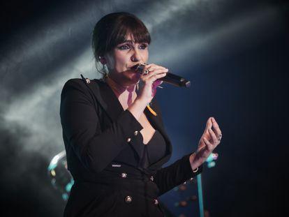 Rozalén, durante un concierto en Pamplona, el 16 de octubre.