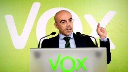 El eurodiputado de Vox Jorge Buxadé durante una rueda de prensa.