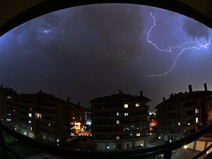 Una gran tormenta eléctrica se ha producido hoy miércoles en Alcalá de Henares.