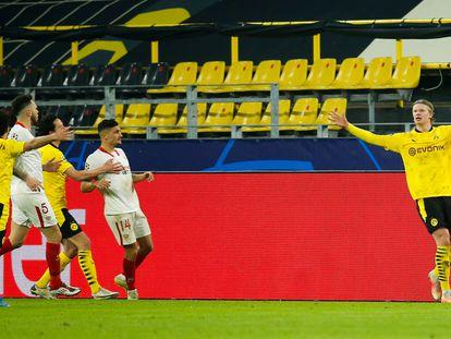 Haaland celebra su segundo gol ante el Sevilla este martes en Dortmund.